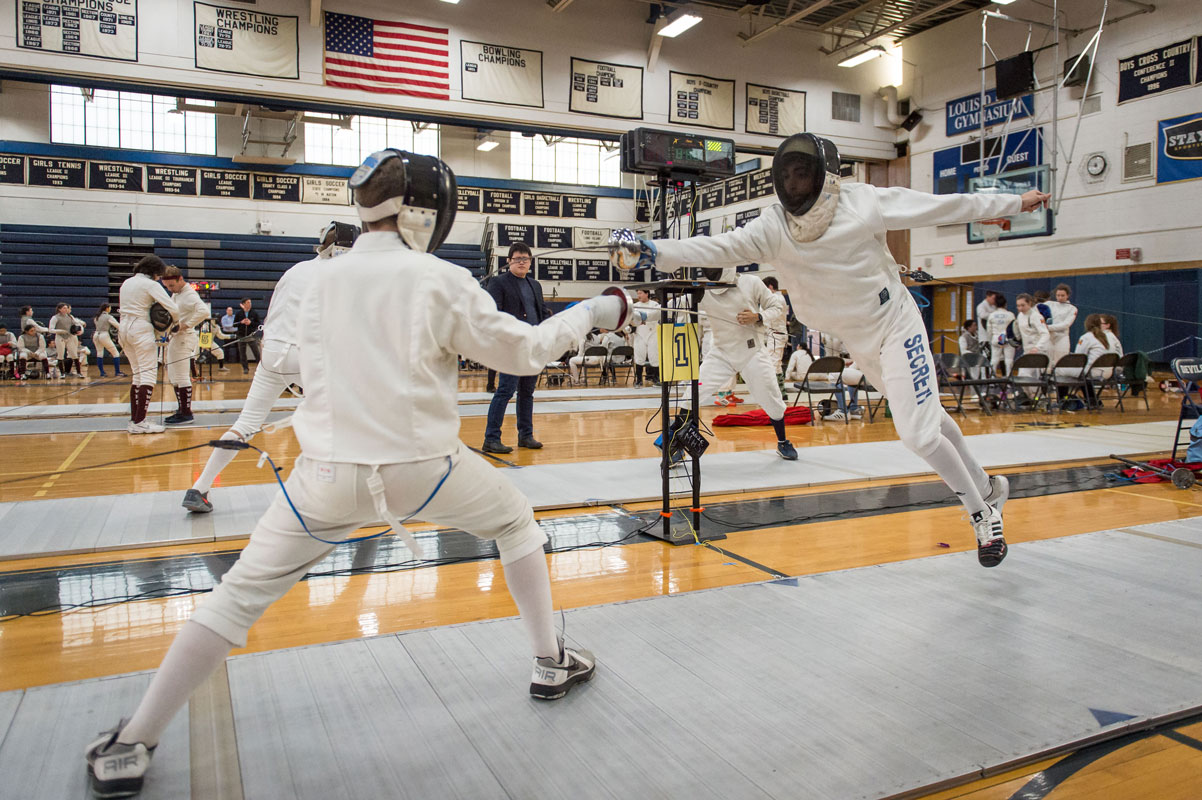 Huntington UFSD is sponsoring a fencing clinic for fourth, fifth and sixth graders.