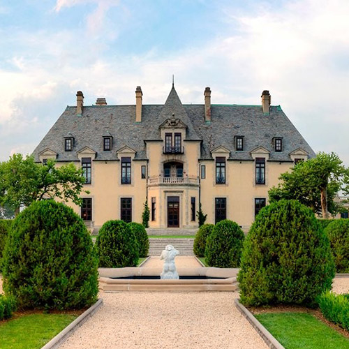 The Huntington Foundation will hold its 2018 gala at OHEKA Castle on March 15.